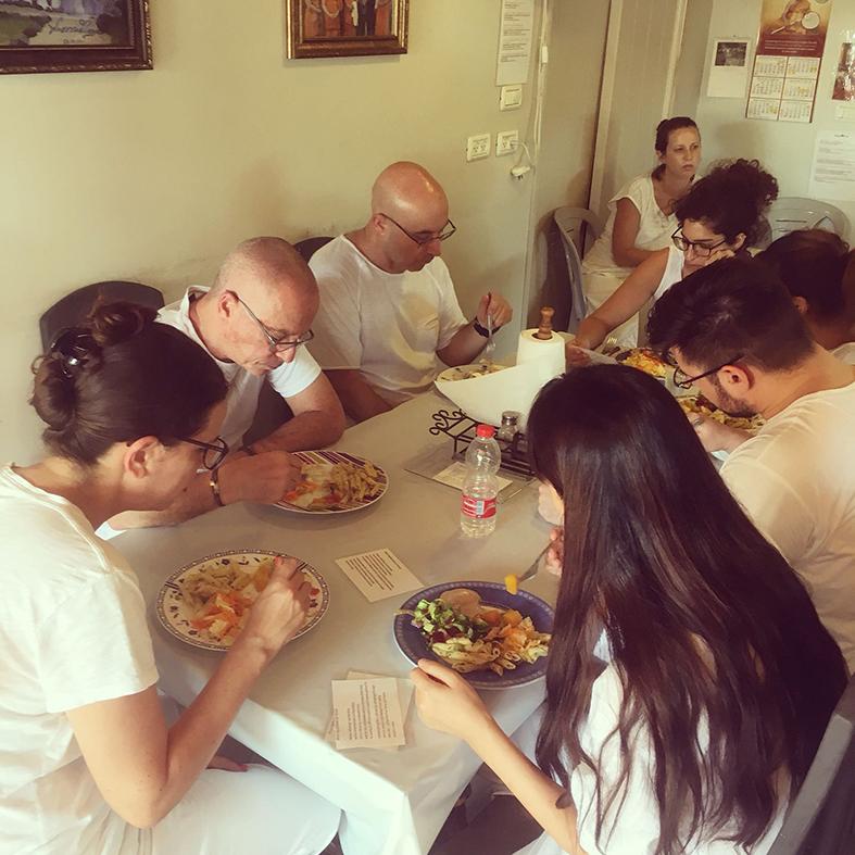 ארוחת צהריים במרכז ניומן לויפאסנה